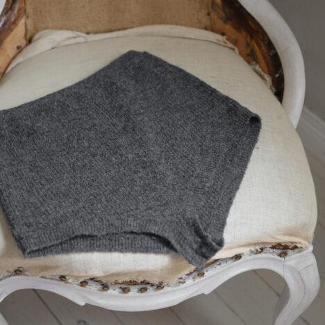 Rustika tallrikar sätter tonen för vinterns bordsdukningar.